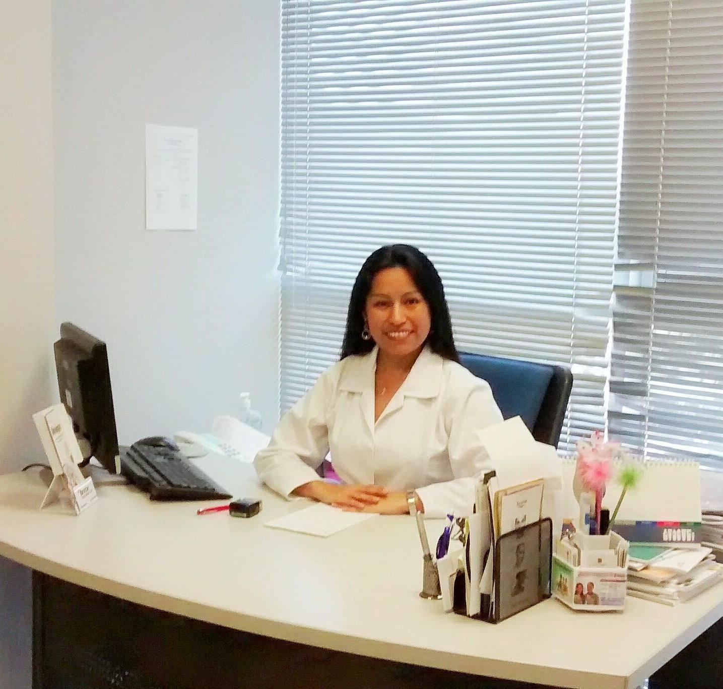 Dra. Farah Novoa – Dermatóloga
